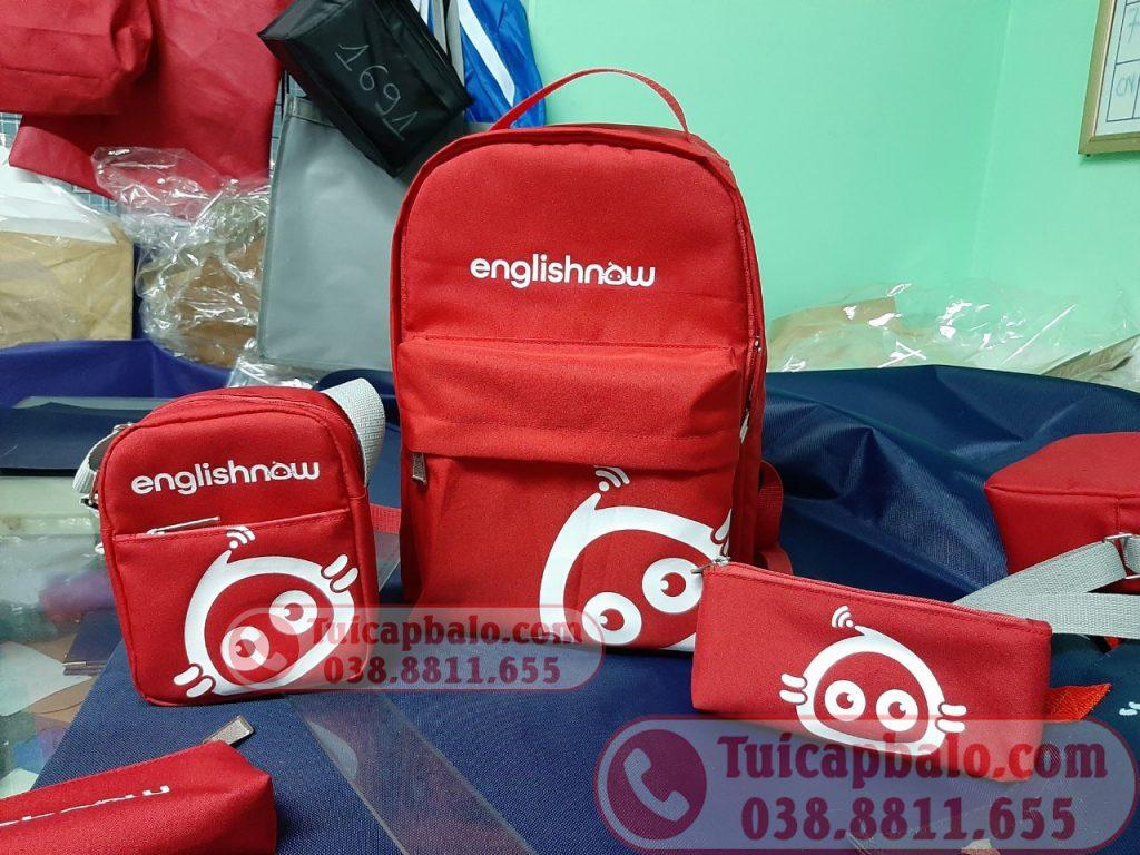 Sản xuất bộ balo, túi đeo chéo, túi đựng bút quà tặng trung tâm tiếng anh EnglishNow