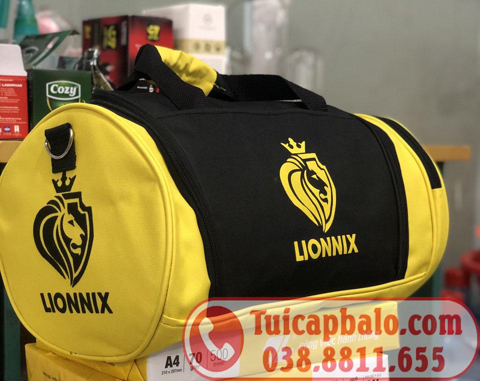 Sản xuất túi trống quà tặng, phối màu túi và in thêu logo theo yêu cầu